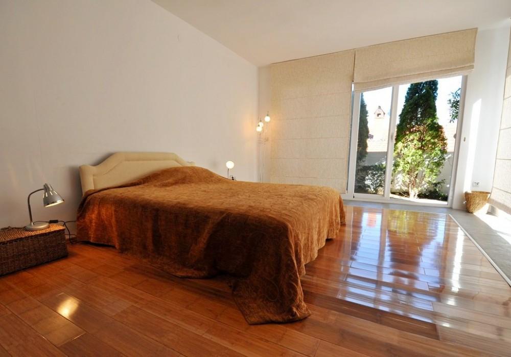 Продаётся 4-комнатная  280.0 кв.м.  за 990 000 EUR