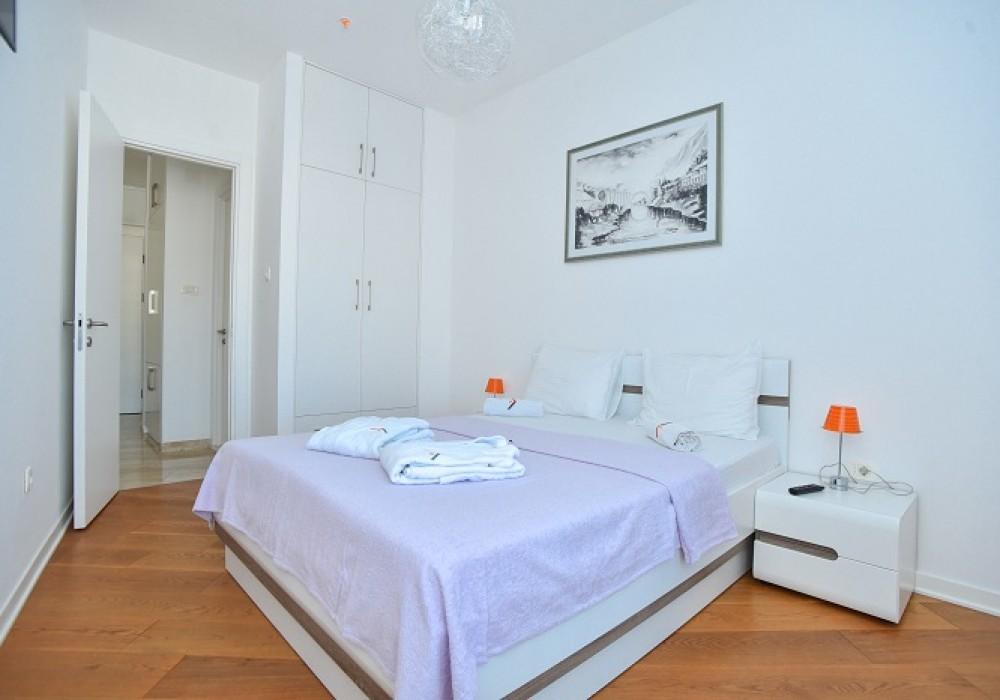 Сдаётся 2-комнатная квартира 127.0 кв.м.  за 90 EUR