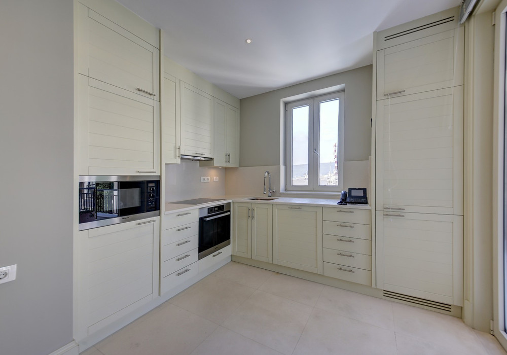 Продаётся 2-комнатная квартира 128.0 кв.м.  за 700 000 EUR