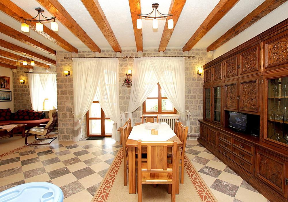 Продаётся 4-комнатная  480.0 кв.м.  за 2 200 000 EUR